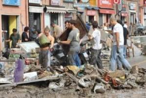 i giovani  a Genova spalano